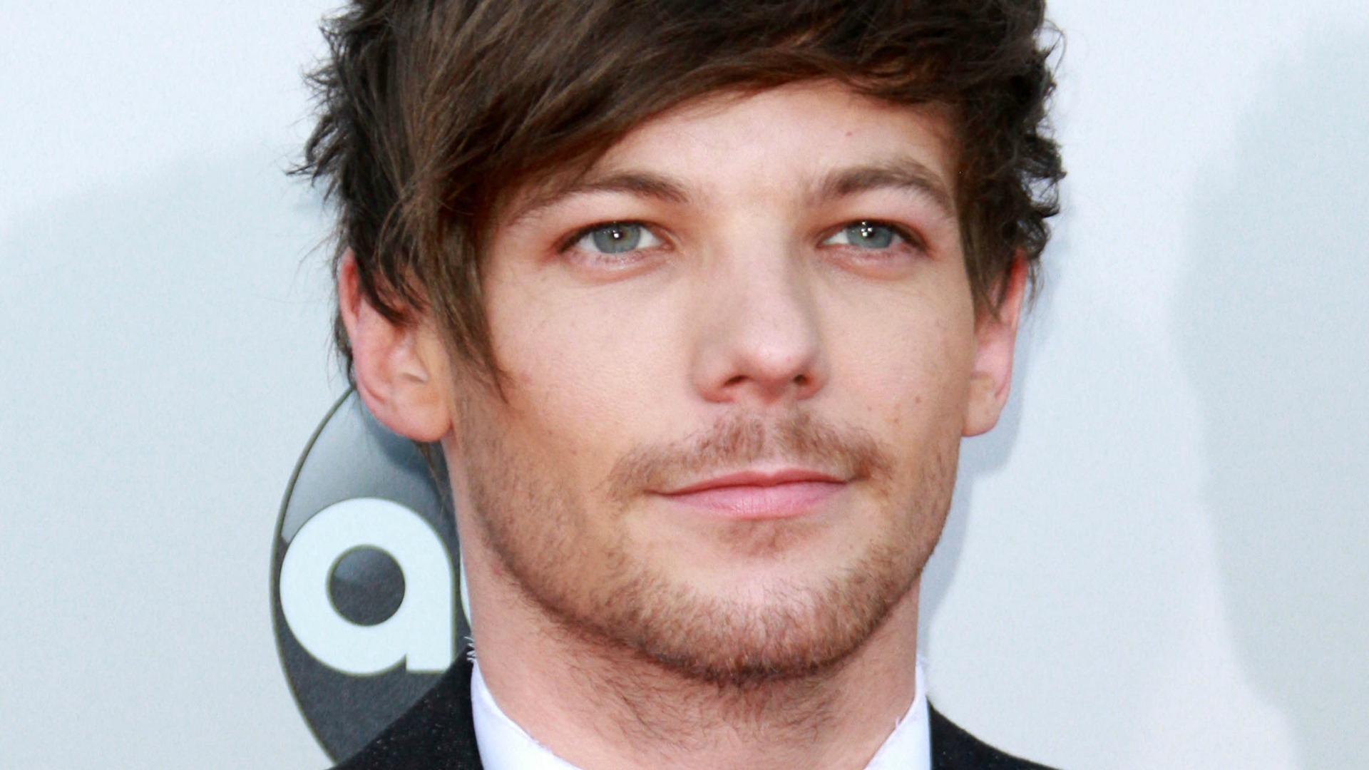 Louis Tomlinson Wallpaper: Louis Tomlinson Wallpapers Images Photos Pictures Backgrounds