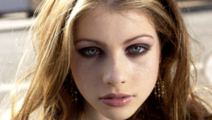 Michelle Trachtenberg Hd Background