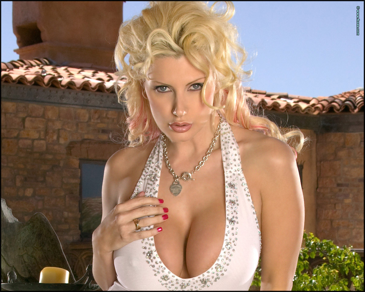 MaKe pictures of pornstar brittany andrews