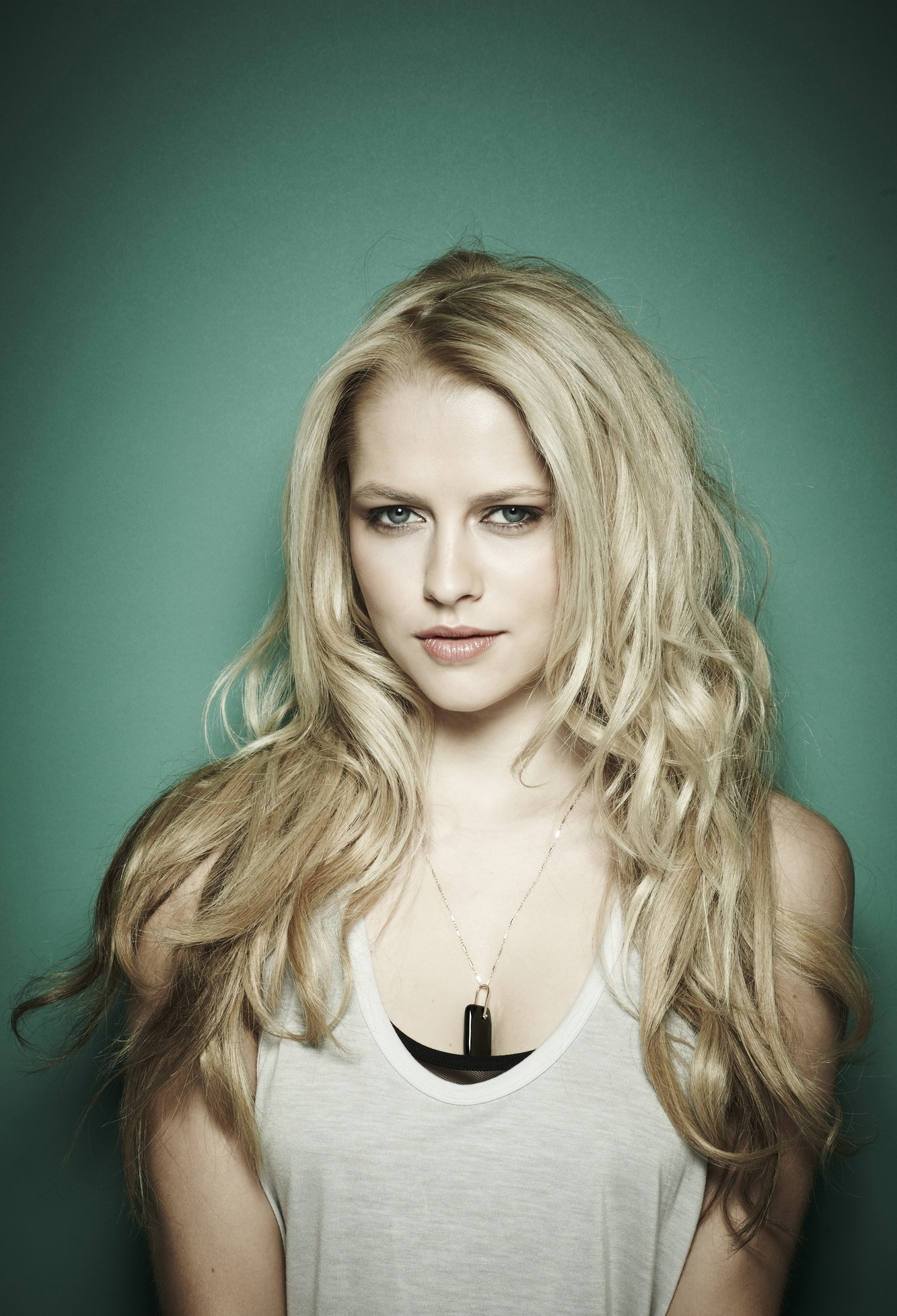 Teresa Palmer Iphone Wallpaper