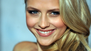 Teresa Palmer Iphone Background