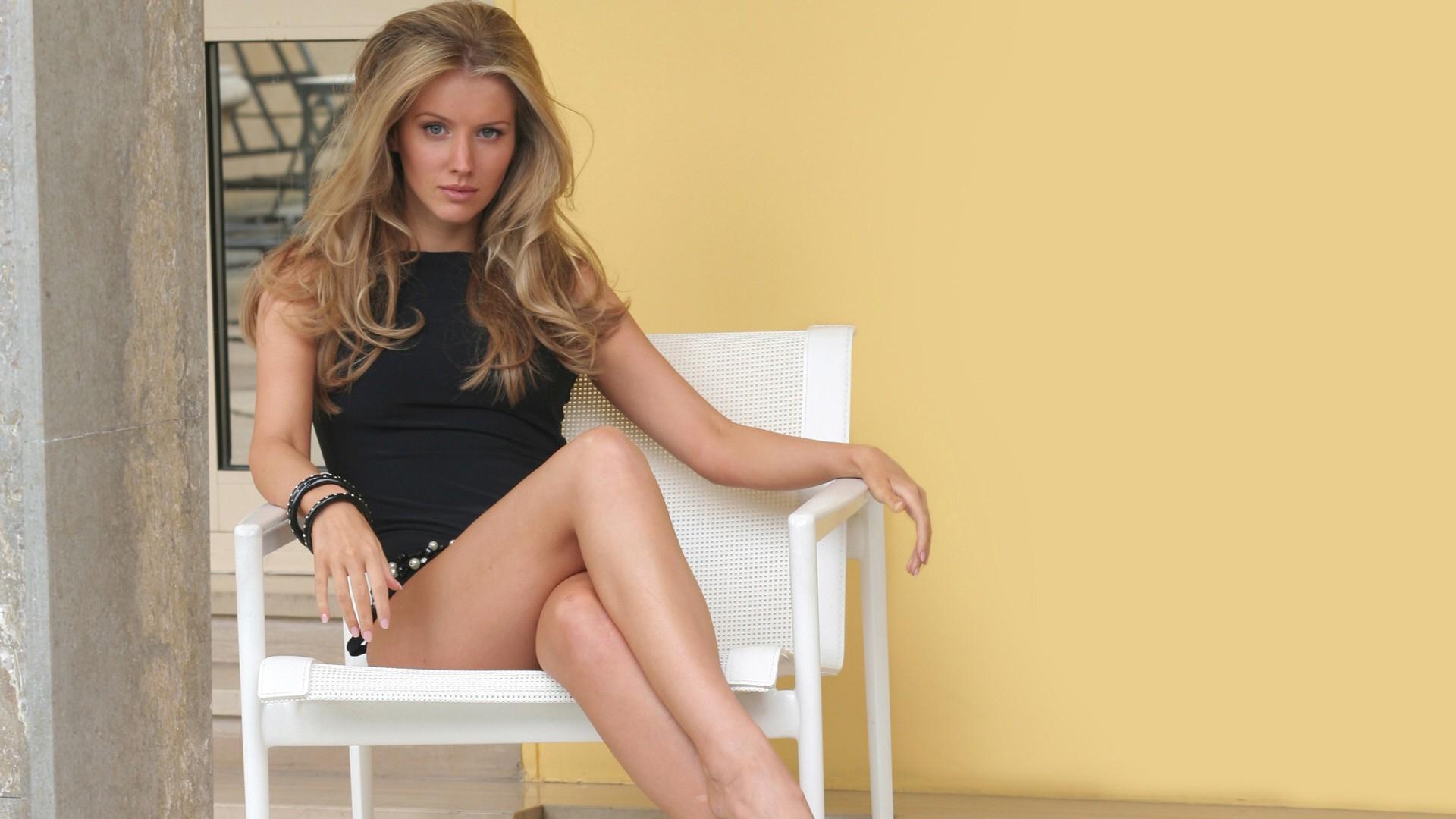 Tiffany Mulheron Nude Photos 51