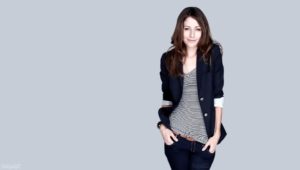 Amanda Crew Teeth Wallpaper