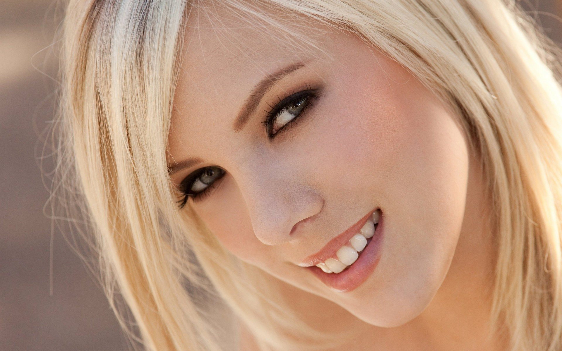 Beautiful blondes wallpapers images photos pictures for Best women pictures
