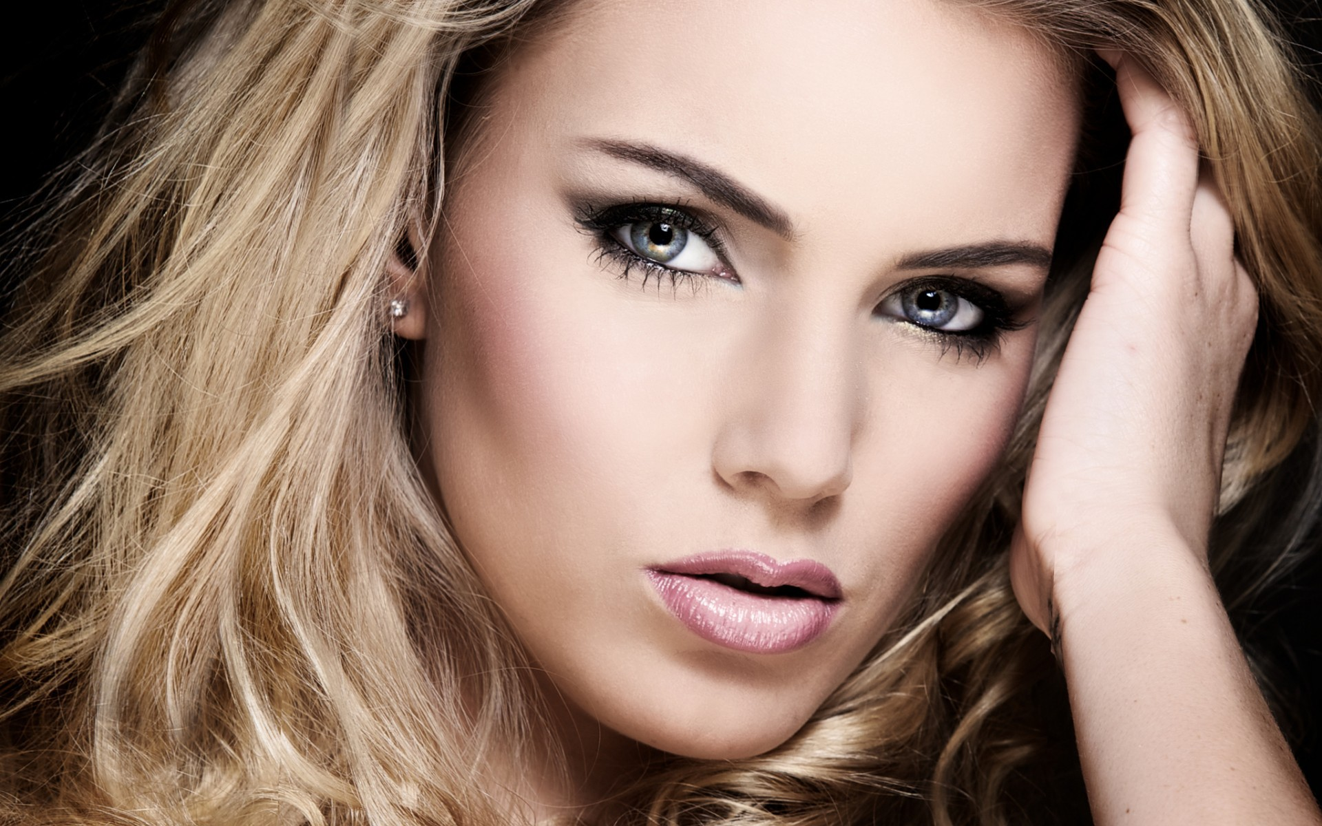 Beautiful Blondes Wallpapers Images Photos Pictures