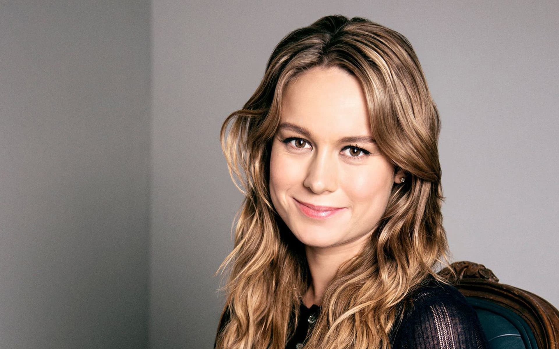 Desk For Computer Brie Larson Wallpapers Images Photos Pictures Backgrounds