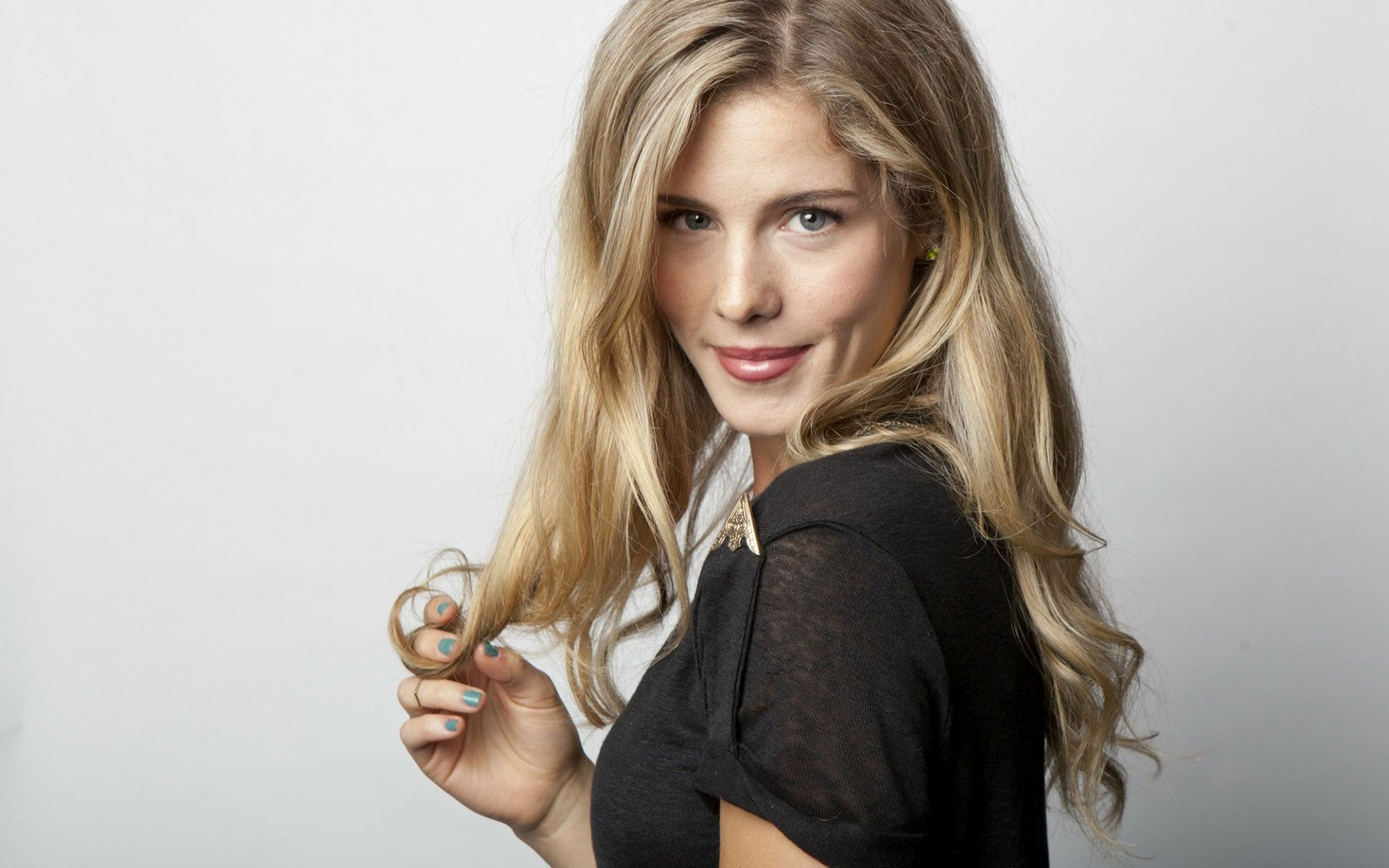 emily bett rickards wallpapers images photos pictures backgrounds