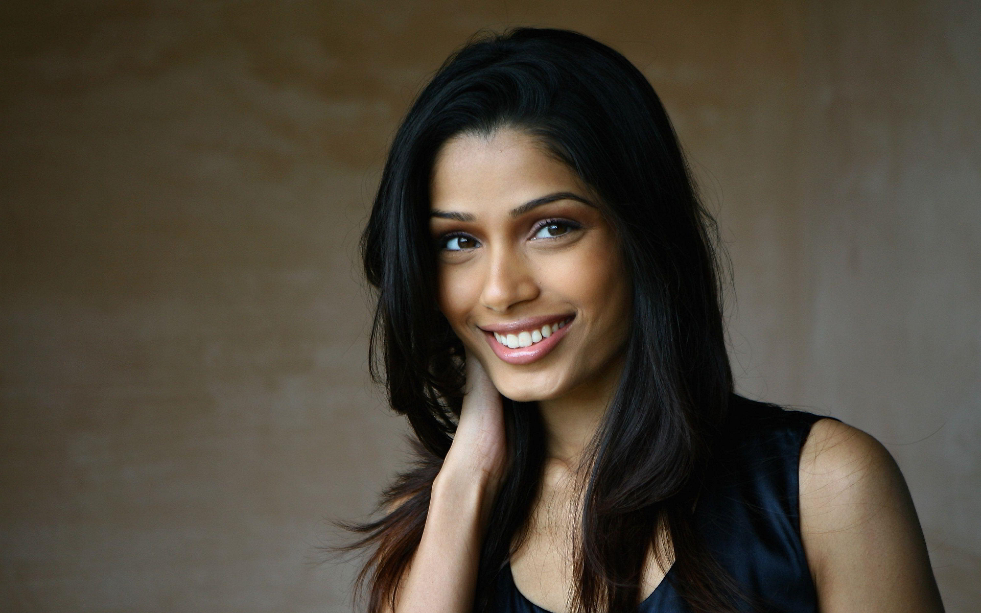 Freida Pinto Wallpapers Images Photos Pictures Backgrounds фрида пинто