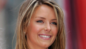 Jennifer Hawkins Photos