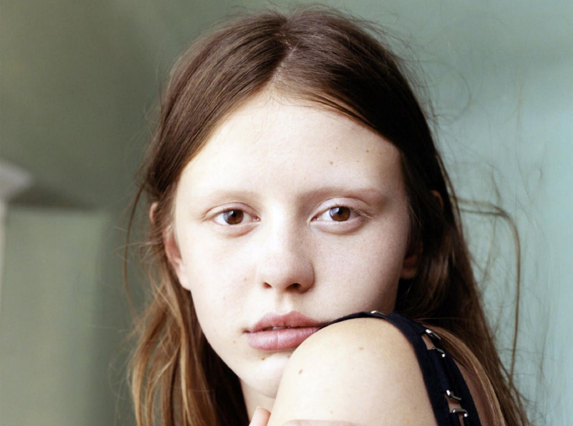 Top Mia Goth Ugly Wallpapers