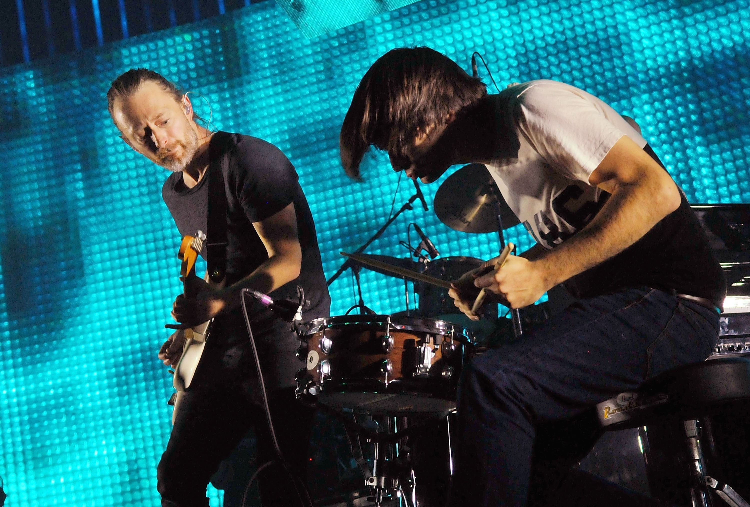 Radiohead Wallpapers Images Photos Pictures Backgrounds