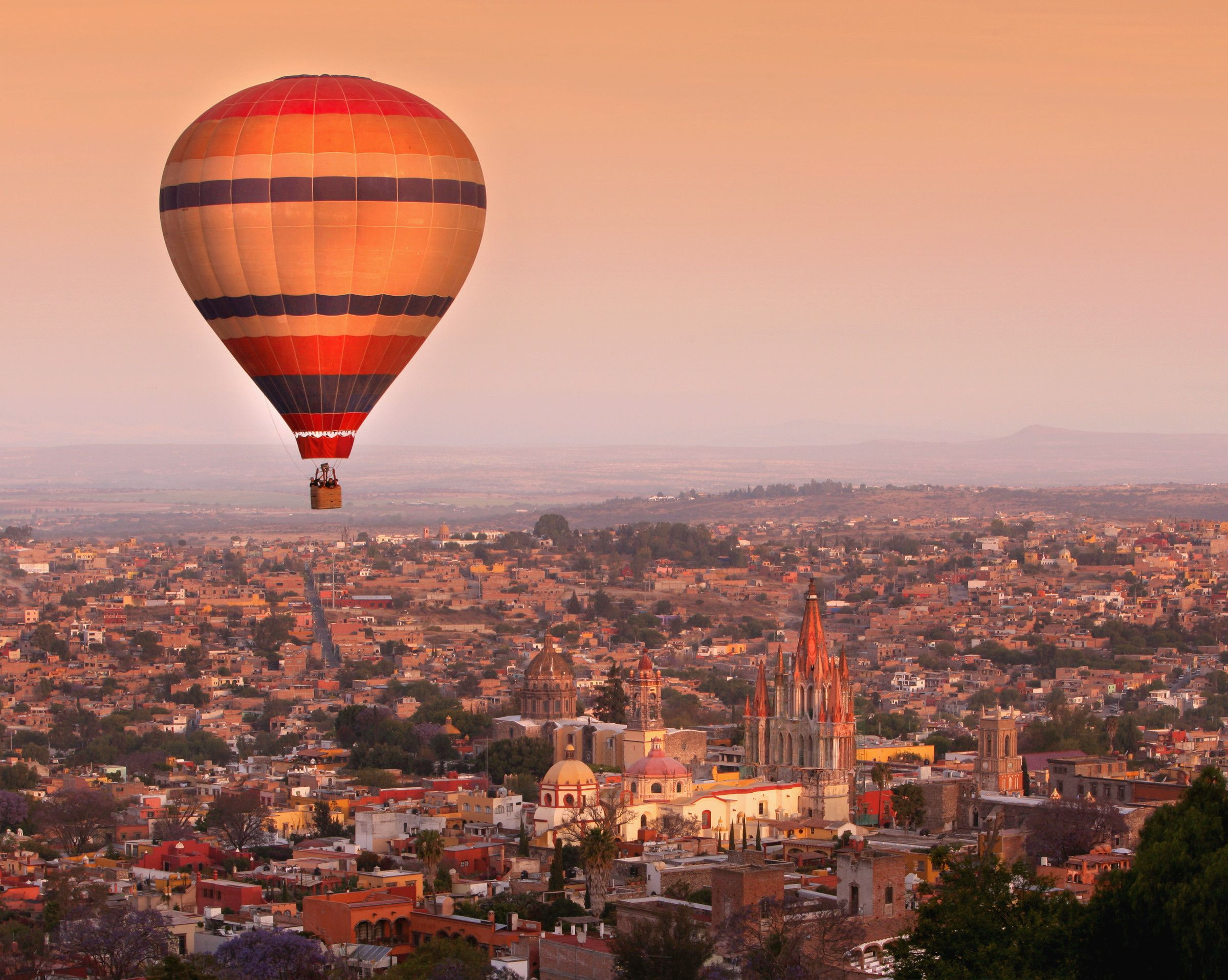 san miguel San miguel, explorando el mundo desde 1890 y lo mejor está por llegar.