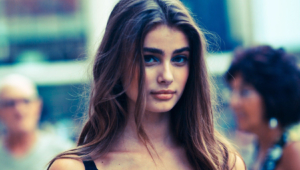 Taylor Hill Wallpaper