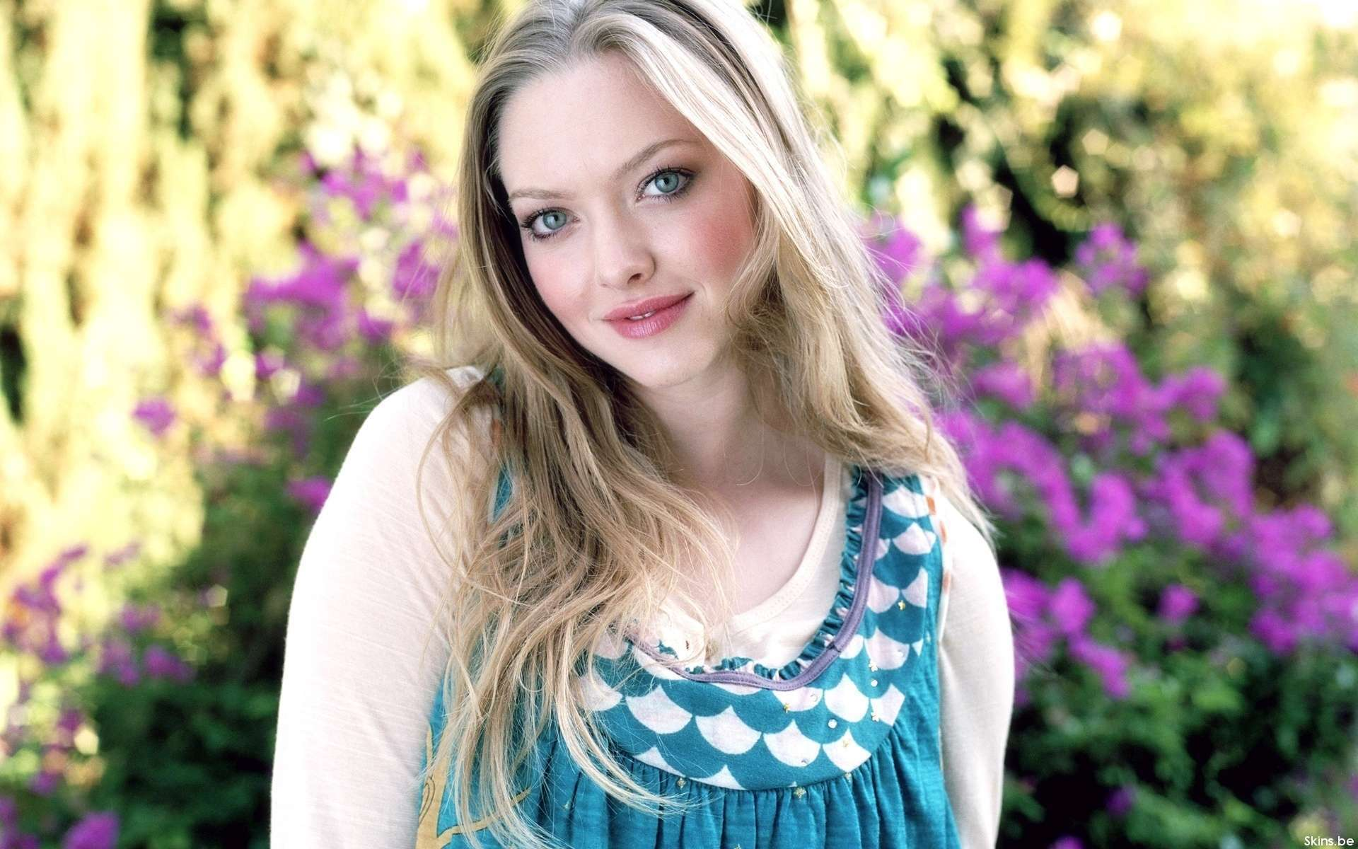 Amanda Seifred Hot